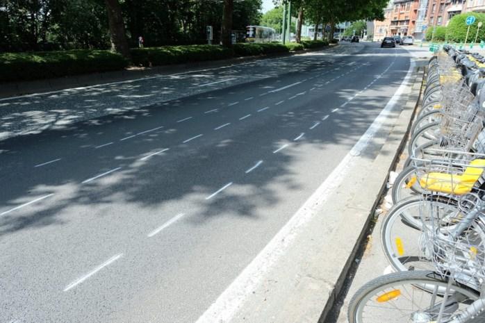 Drukke verkeersader moet rijstrook inleveren voor... coronafietspad