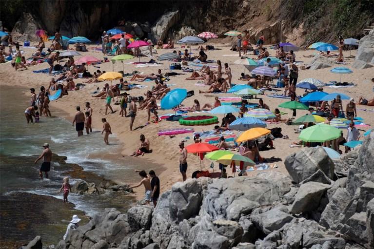 Overspoelde Spaanse stranden aan Costa del Sol gaan op slot