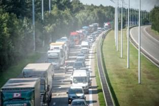 Kettingbotsing van vijf voertuigen op E314 in Genk