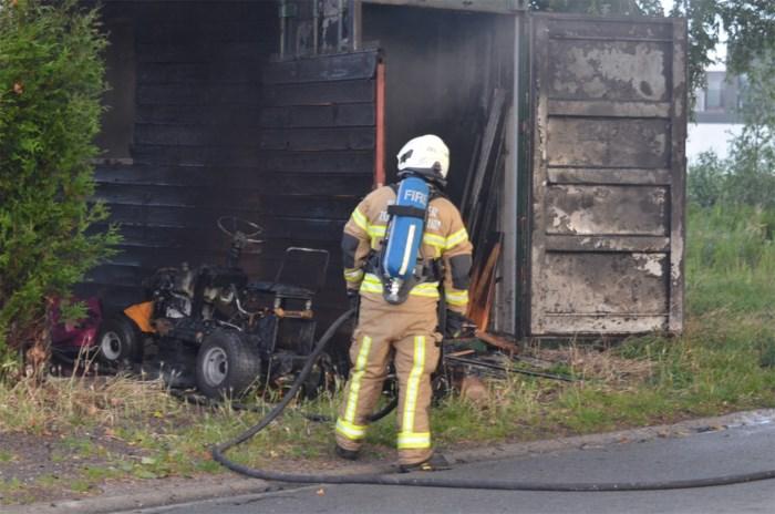 Brand vernielt zitmaaier