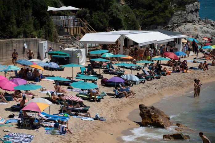 """Virologen maken zich zorgen over nieuwe infectiehaarden: """"Ga nog niet op vakantie"""""""
