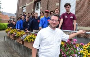 """Pastoor Bart Goossens twee maanden aangesteld toen lockdown inging: """"Filmpjes werpen vruchten af: meer jonge mensen in kerk dan voor corona"""""""