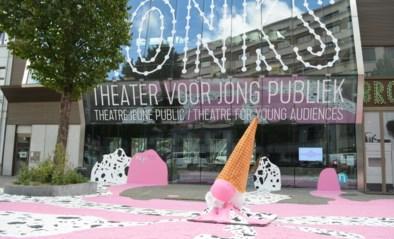 Gevallen ijsje siert theater Bronks