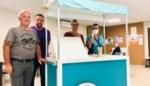 Vrijwilligers bouwen ijskar voor bewoners Eyckenborch