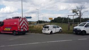 N42 oversteken vanop IJshoute blijft gevaarlijke onderneming: vrachtwagen katapulteert auto in berm
