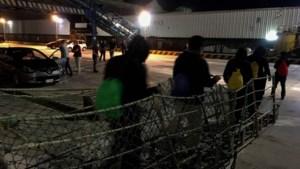 Migranten mogen van boord in Sicilië, maar moeten meteen op andere boot in quarantaine