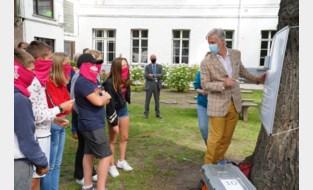 """Koning Filip speelt pictionary op Gents taalkamp: """"Maak vrienden en spreek de taal"""""""