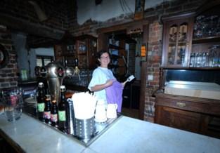"""Sylvia is nieuwe 'barmoeder' van café De Kastelein: """"Ik maak mijn ultieme droom waar"""""""