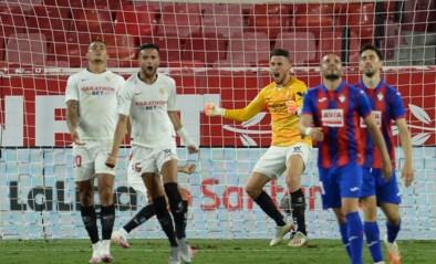 Knotsgekke taferelen in Sevilla: aanvaller wordt doelman en redt in 100ste (!) minuut ultieme poging van… doelman