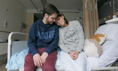 """""""Maandstonden zo pijnlijk dat ik flauwviel"""": koppel maakt documentaire over ziekte die 1 op 10 vrouwen treft"""