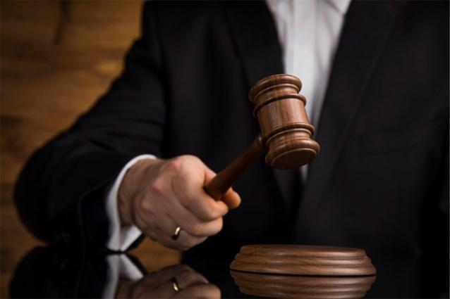 """83-jarige vrouw veroordeeld voor mishandelen overspelige echtgenoot: """"Intussen heb ik hem vergeven"""""""
