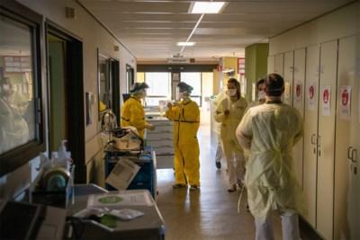 """Moeten we ons zorgen maken nu aantal besmettingen niet verder daalt? """"Te veel loslaten en de cijfers gaan sowieso omhoog"""""""