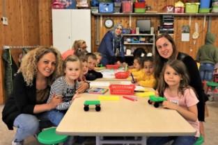 Nog geen tijd voor vakantie: Meer dan 100 kinderen leren spelenderwijs bij op zomerscholen