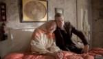 RECENSIE. 'Mrs. Lowry & son' van Adrian Noble: Portret van een schilder *