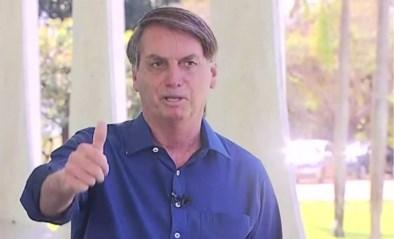 """Bolsonaro zet mondmasker af om te bewijzen dat hij er goed uitziet na positieve coronatest: """"Paniek doodt ook"""""""