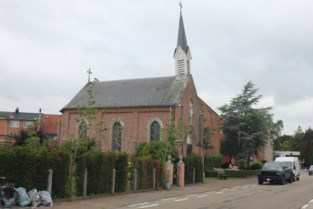Te koop: kapel met scheef torentje