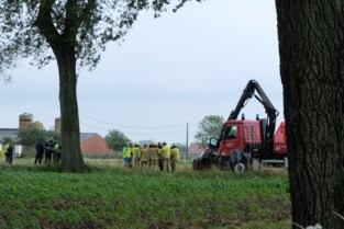 Twee jonge mensen overleden nadat auto omgekeerd in gracht belandt in Veurne