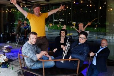 """""""Een avond cultuur is meer waard dan drie gin-tonics"""": artiesten openen eigen zomerbar"""