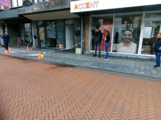 Wandelaar ontdekt pas 's ochtends geramde etalage op Pauwengraaf