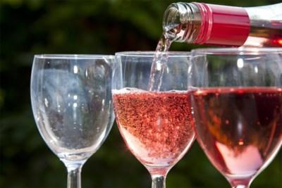 Nee, rosé is geen mix van rood en wit: dit zit er achter de kleur van je wijn