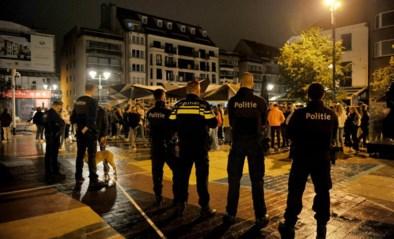 """Knokke-Heist trommelt indrukwekkende politiemacht op in uitgaansbuurt: """"Maar niet de hele zomer: dat is niet mogelijk"""""""