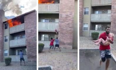 Wat een held: man vangt nog net kind (3) op dat uit brandend appartement wordt gegooid