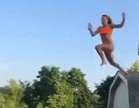 Pijnlijk: tiener wil via dak het zwembad in duiken, maar dat gaat mis
