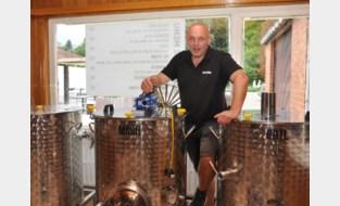 """Steven brouwt speciale bieren in achterkamer van café: """"Ik maak nu zelfs tripel voor een onderdeel van het Belgisch leger"""""""