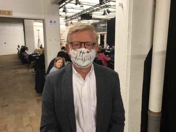"""Arts AZ Groeninge pleit voor dragen mondmaskers: """"Misschien moeten ze wat sexyer worden"""""""