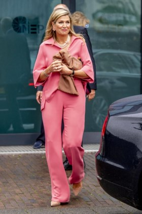Koningin Máxima als pink lady
