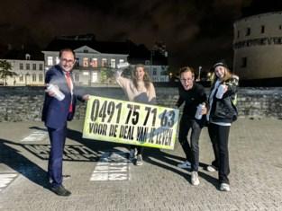 """""""Bel dit nummer voor de deal van uw leven"""": stad staat vol met mysterieuze boodschap, maar doel wordt snel duidelijk"""