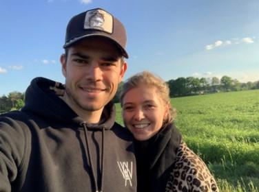 """Het gelukzalige gevoel van vader in spe Wout van Aert: """"Toen ik wist dat Sarah zwanger was, won ik meteen een koers op de rollen"""""""
