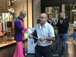Omdat mondmaskers verplicht zijn, gaat K in Kortrijk nu op zoek naar mooiste exemplaar