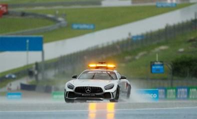 Hevige regen verstoort Formule 1 in Oostenrijk: kwalificaties met vertraging, besttijd voor Lewis Hamilton