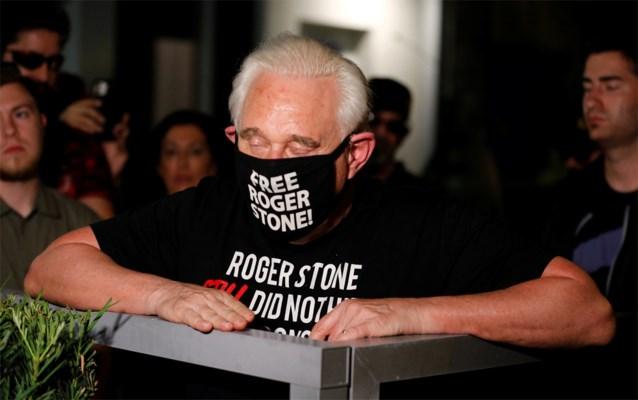 """Donald Trump zet gevangenisstraf van vertrouweling Roger Stone om: """"Hij heeft mijn leven gered"""""""