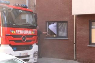 Bewoner van appartement naar ziekenhuis na keukenbrand