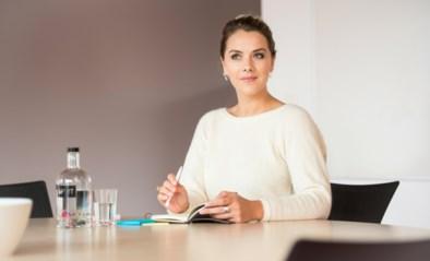 Actrice Leen Dendievel onthult hoe ze ooit twee tanden verloor op café