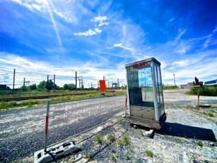 """Treinbestuurders vragen om schuilhuisje, maar krijgen afgedankte telefooncel: """"Tijdelijke oplossing"""""""