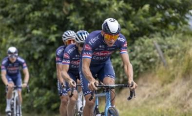 """Adrie van der Poel over het superdrukke wielerseizoen van zoon Mathieu: """"Ik hoop dat hij Parijs-Roubaix wint"""""""