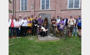 Squadra Flandria en Stichting Lucien Buysse brengen met oude fietsen eerbetoon aan voormalig Tourwinnaar