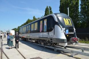 """Eerste van 43 moderne metrostellen aangekomen op testspoor in Haren: """"Hogere frequentie, meer reizigers"""""""