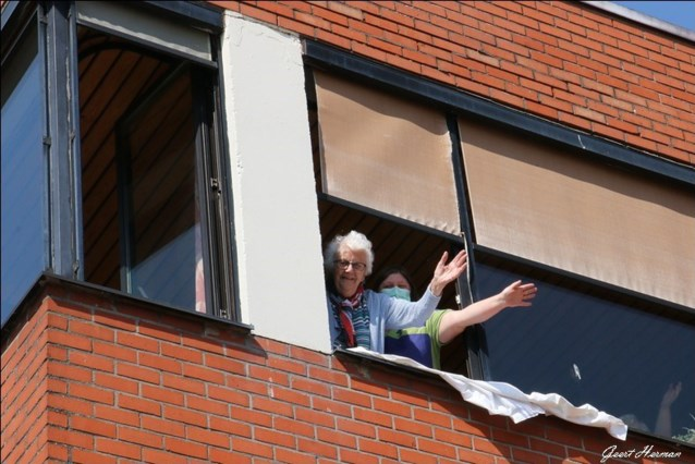 Versoepeling rusthuizen: knuffelen kan opnieuw in wzc Sint-Vincentius