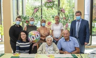 Georgina viert 100ste verjaardag in De Waterdam