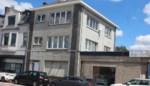 Twintiger sterft na val uit raam op tweede verdieping