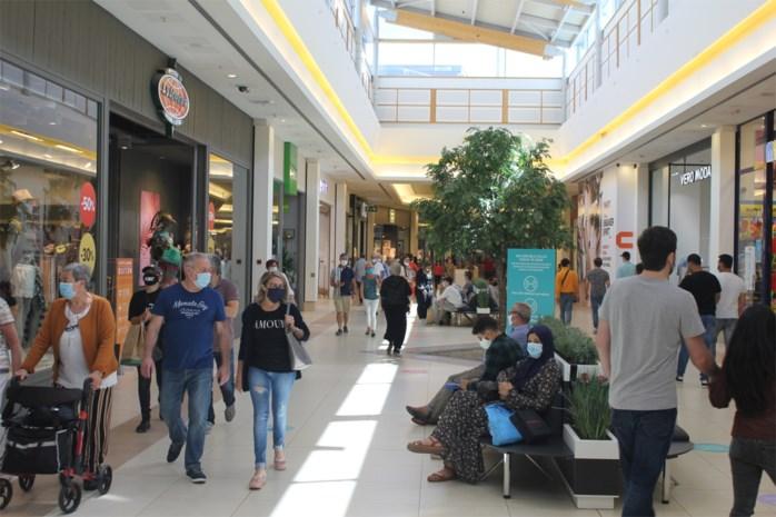 """Wennen aan de mondmaskers in de winkels: """"Rustiger dan normaal in Waasland Shopping Center"""""""