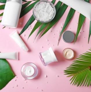 """""""Parfums naar de glasbak, deodorant in de PMD-zak"""": zo sorteer je beautyproducten"""