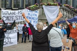 """Veertigtal bewoners betoogt tegen sloop Sint-Bernadettewijk: """"Ziek van verdriet"""""""