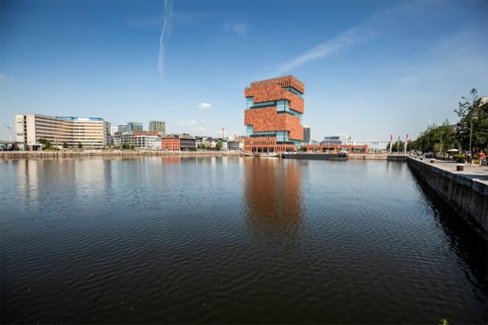 Van kajakken tot drijvende horeca: stad wil meer leven in Antwerpse dokken brengen