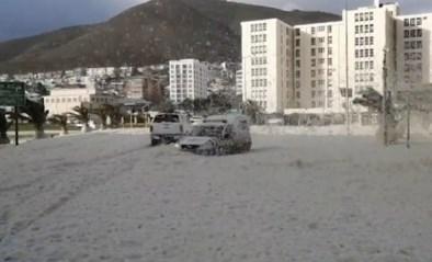 Opmerkelijk: Kaapstad helemaal bedolven onder laag zeeschuim