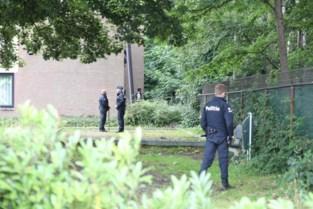 Politie sluit woonwijk hermetisch af voor zoektocht naar inbrekers